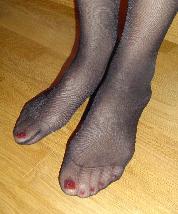 Free nylon feet videos